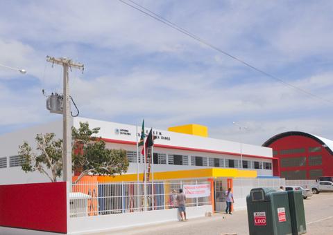 ricardo entrega escola CUBATI foto jose marques 1