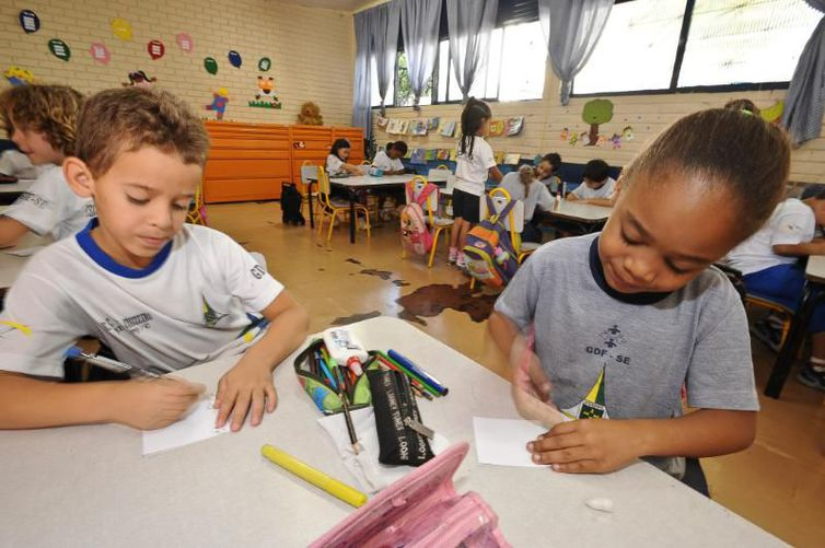 CNM esclarece gestores sobre normativa que transfere recursos para educação infantil