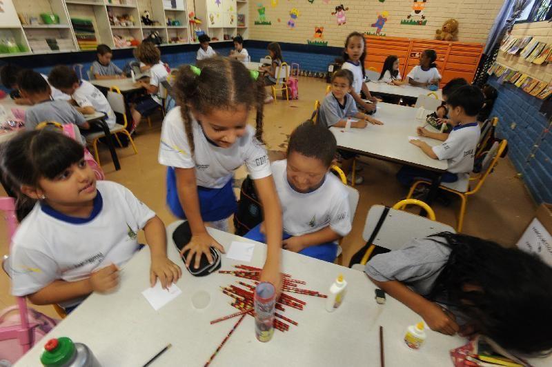 Projeto prevê programa de aquisição de material escolar sem garantia de recursos federais