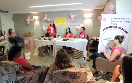 Outubro Rosa: colaboradoras da CNM recebem orientações para prevenir câncer de mama