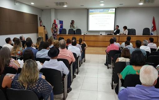 CNM orienta gestores sobre financiamento da Educação em evento promovido pela AMA
