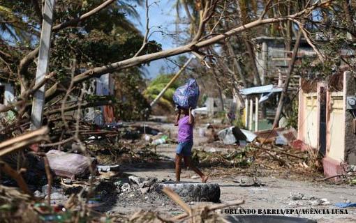 Passagem de furacão pelo Haiti causa destruição e mortes