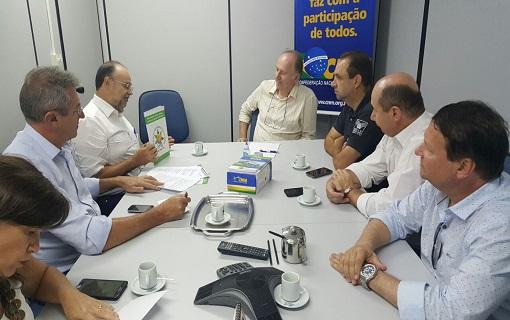 Presidente Paulo Ziulkoski discute a reforma da Previdência Social em reunião