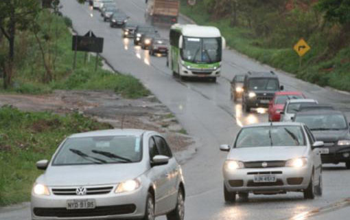 PL indica obrigatoriedade de faróis durante o dia em vias rurais