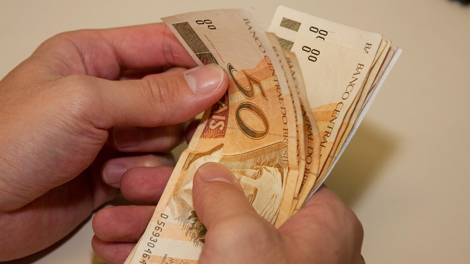 01012018 contando dinheiro pref ibiara pb