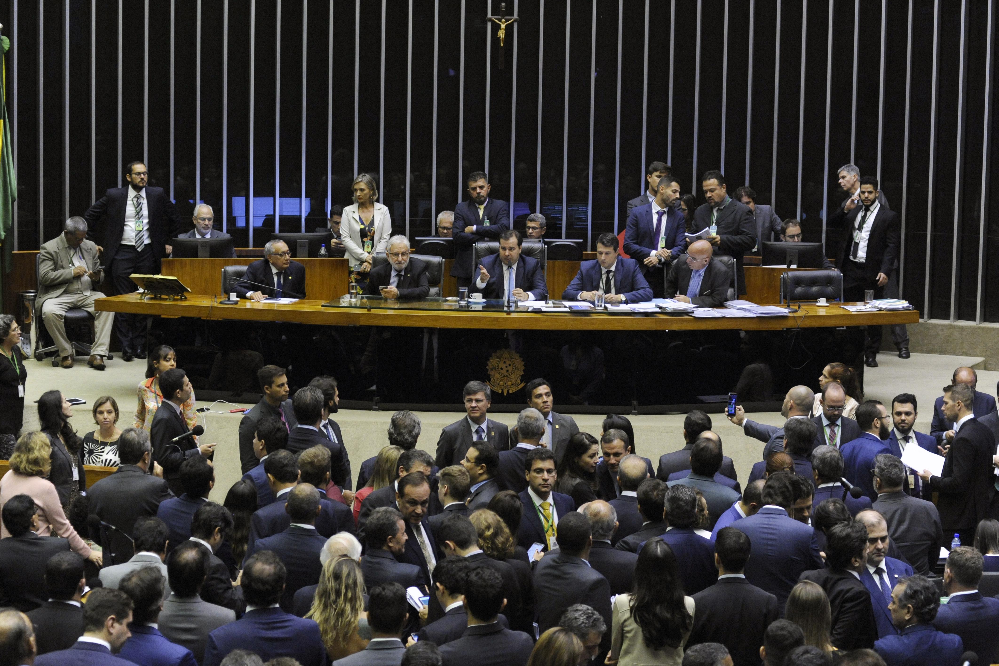 Câmara aprova orçamento impositivo, mas 30% do pré-sal para Estados e Municípios retorna para o Senado
