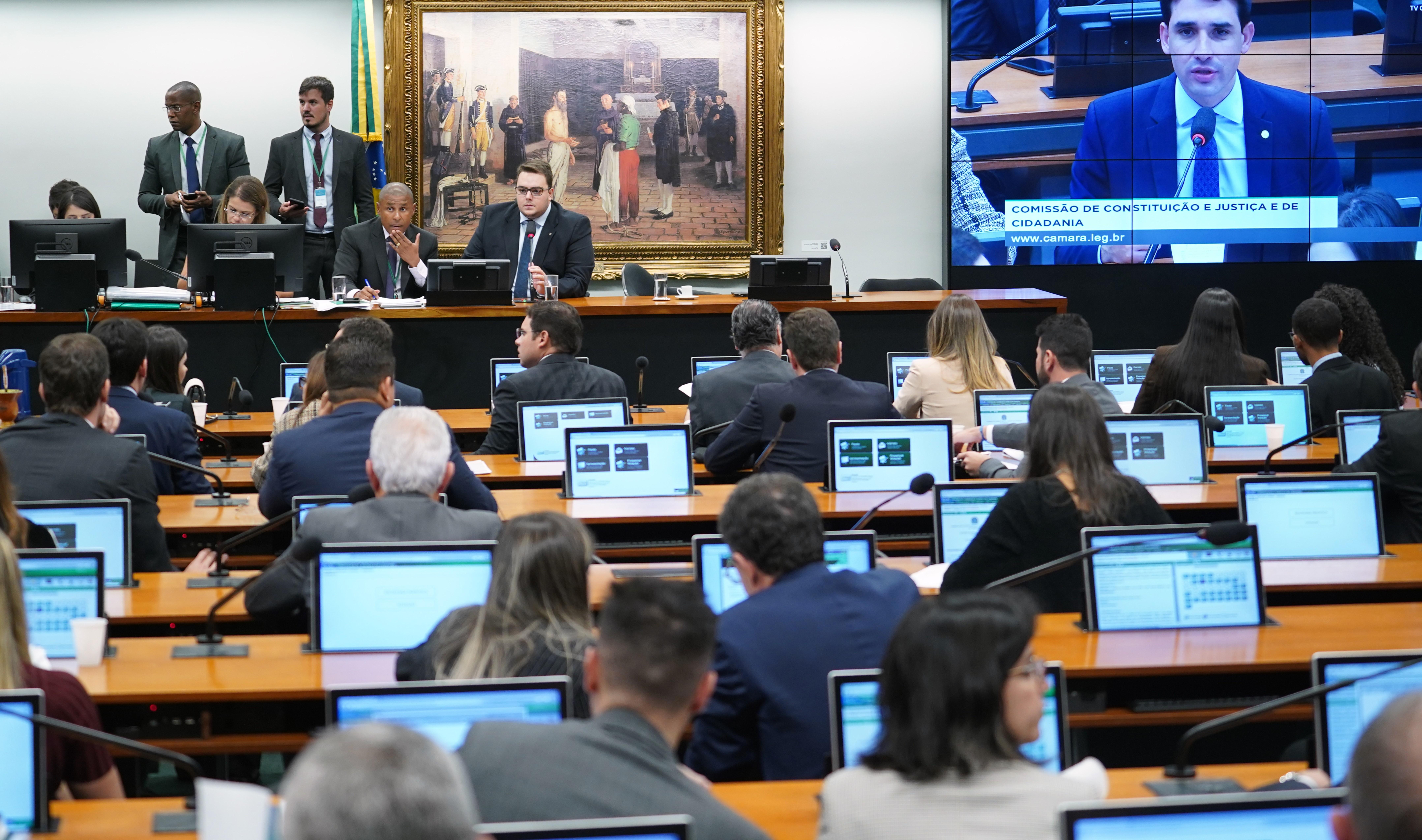 Criada comissão especial da PEC que permite repasse direto de emendas para os Municípios