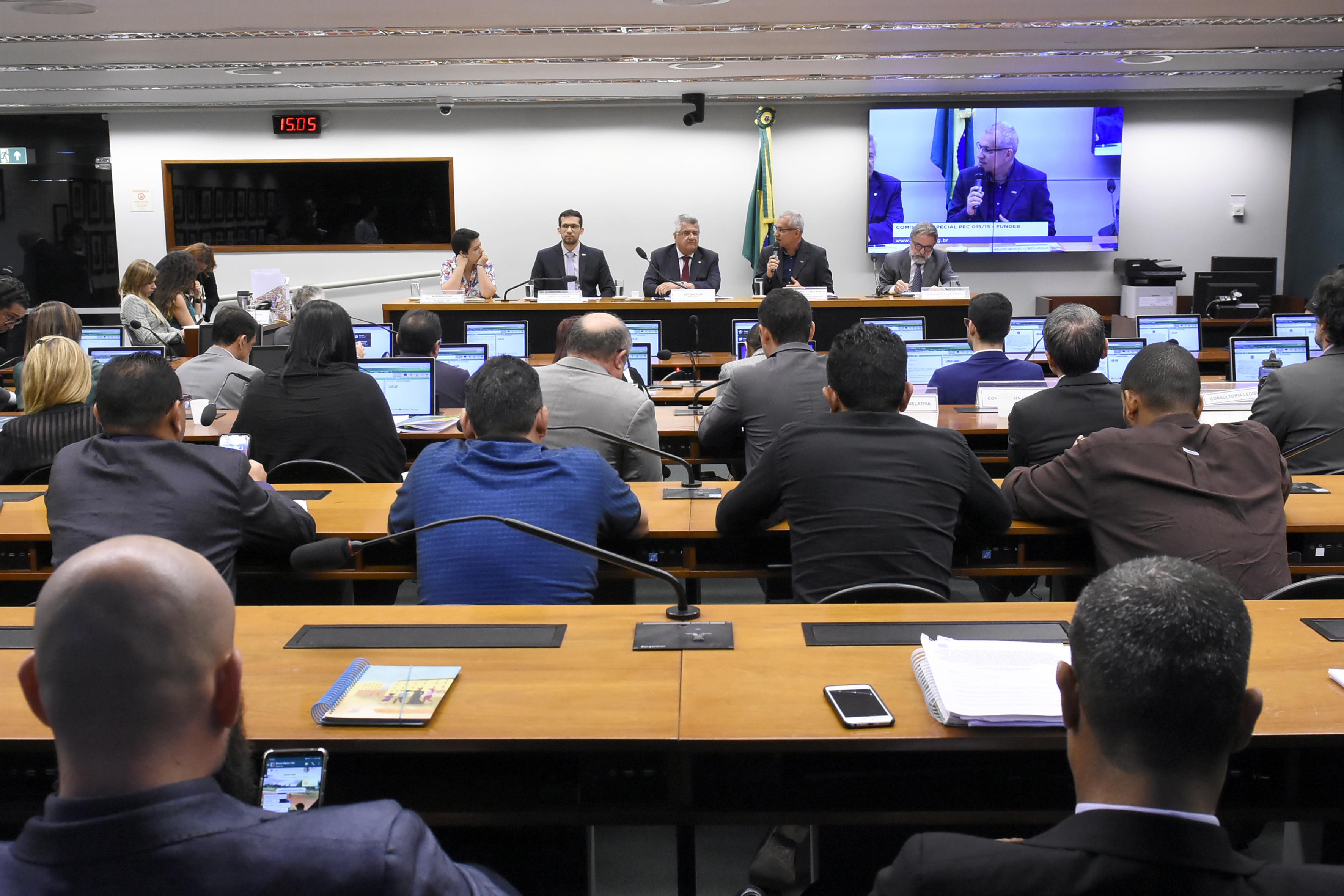 Em audiência sobre Fundeb, CNM defende aprimoramento da redistribuição e exclusão do piso e 1% do FPM
