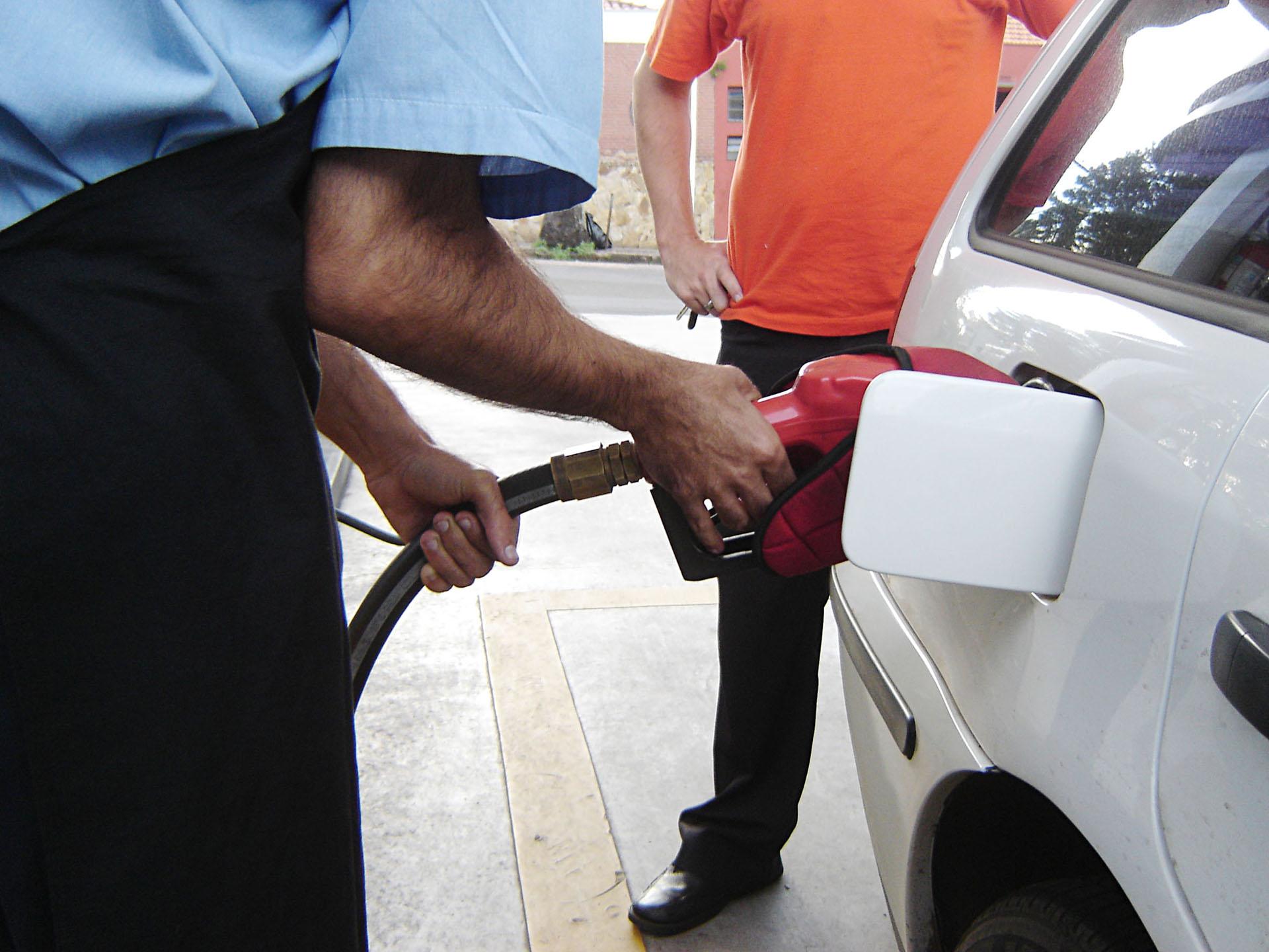 Governo edita decreto com aumento da alíquota do PIS/Cofins sobre combustíveis