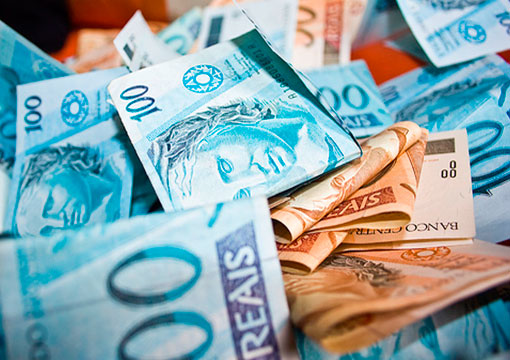 Relatório: 82% da riqueza gerada no mundo fica concentrada nas mãos de 1% da população