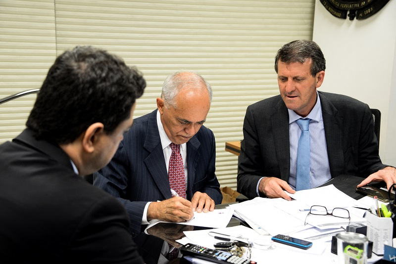 Ministro do TCU aconselha Municípios a tentarem congelar FPM na Justiça ou por MP