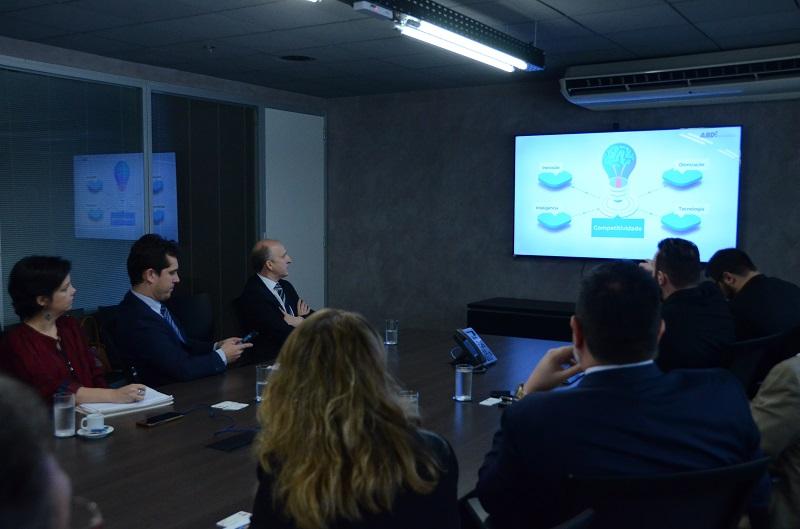 CNM e ABDI dialogam sobre mecanismos para desenvolvimento das Cidades Inteligentes no Brasil