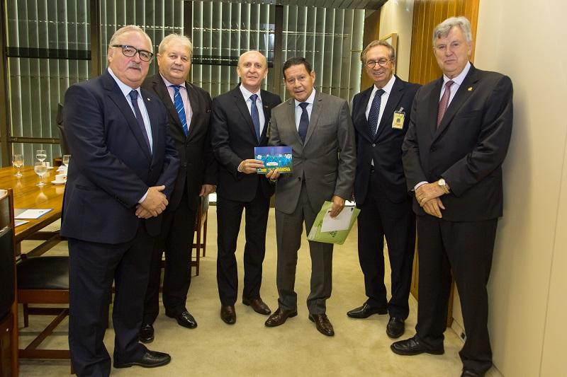 Vice-presidente Hamilton Mourão ressalta participação dos ministros na XXII Marcha