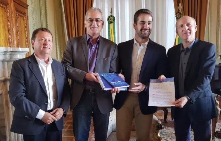 Presidentes da CNM e da Famurs convidam governador gaúcho para XXII Marcha