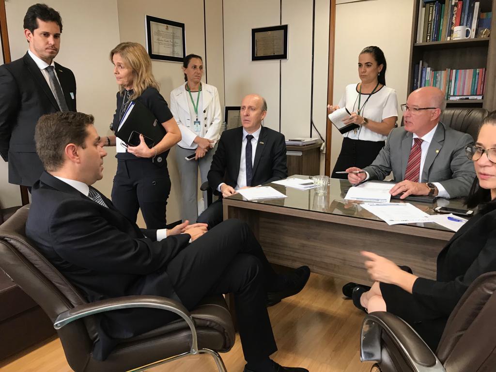 Aroldi pede avanço de demandas na Presidência e na Câmara; Rodrigo Maia recebe líder municipalista