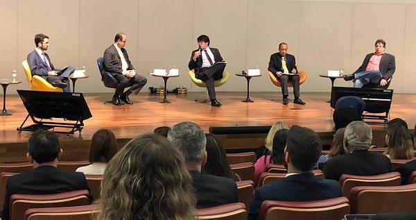 Fórum de Controle debate melhoria da qualidade do ensino no Brasil