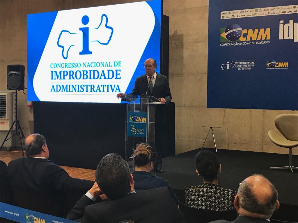 Ministros do STF e do STJ detalham equívocos de interpretação da Lei de Improbidade em encerramento de congresso na CNM