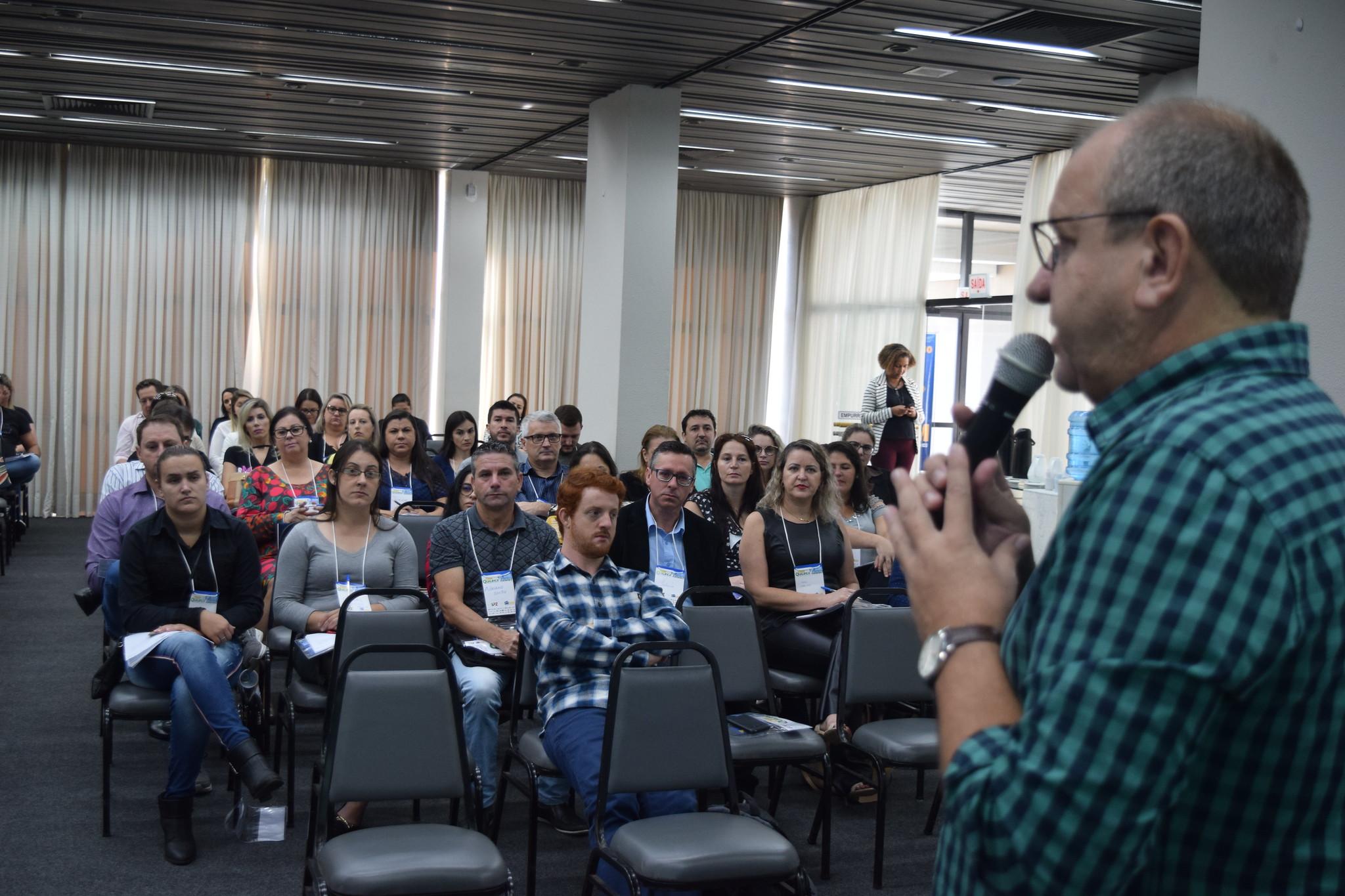 Equipe do CNM Qualifica encerra o mês em Florianópolis (SC) com debates sobre alternativas para a gestão da Saúde