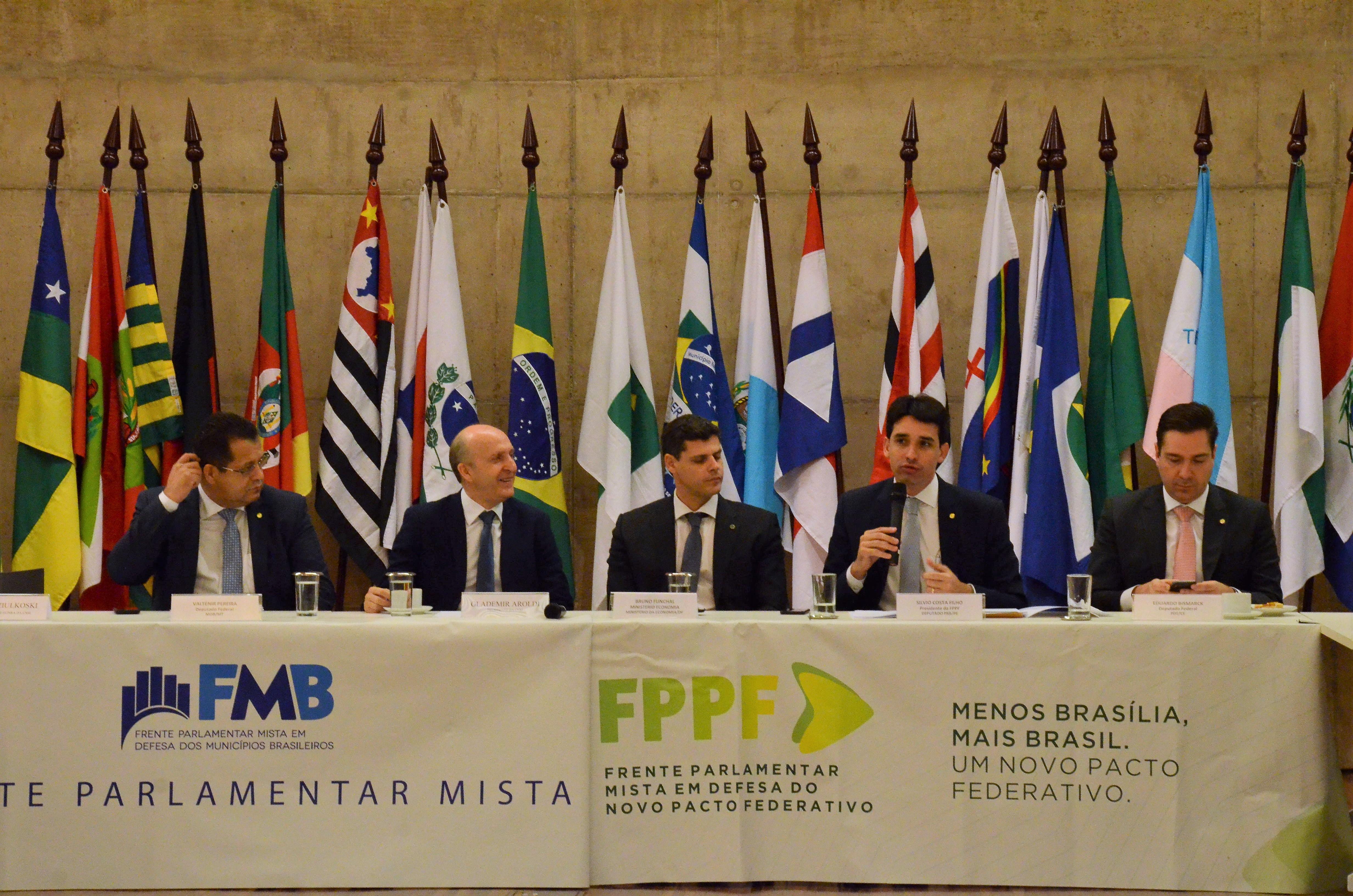 Parlamentares promovem reunião na CNM com representantes de diversos Estados