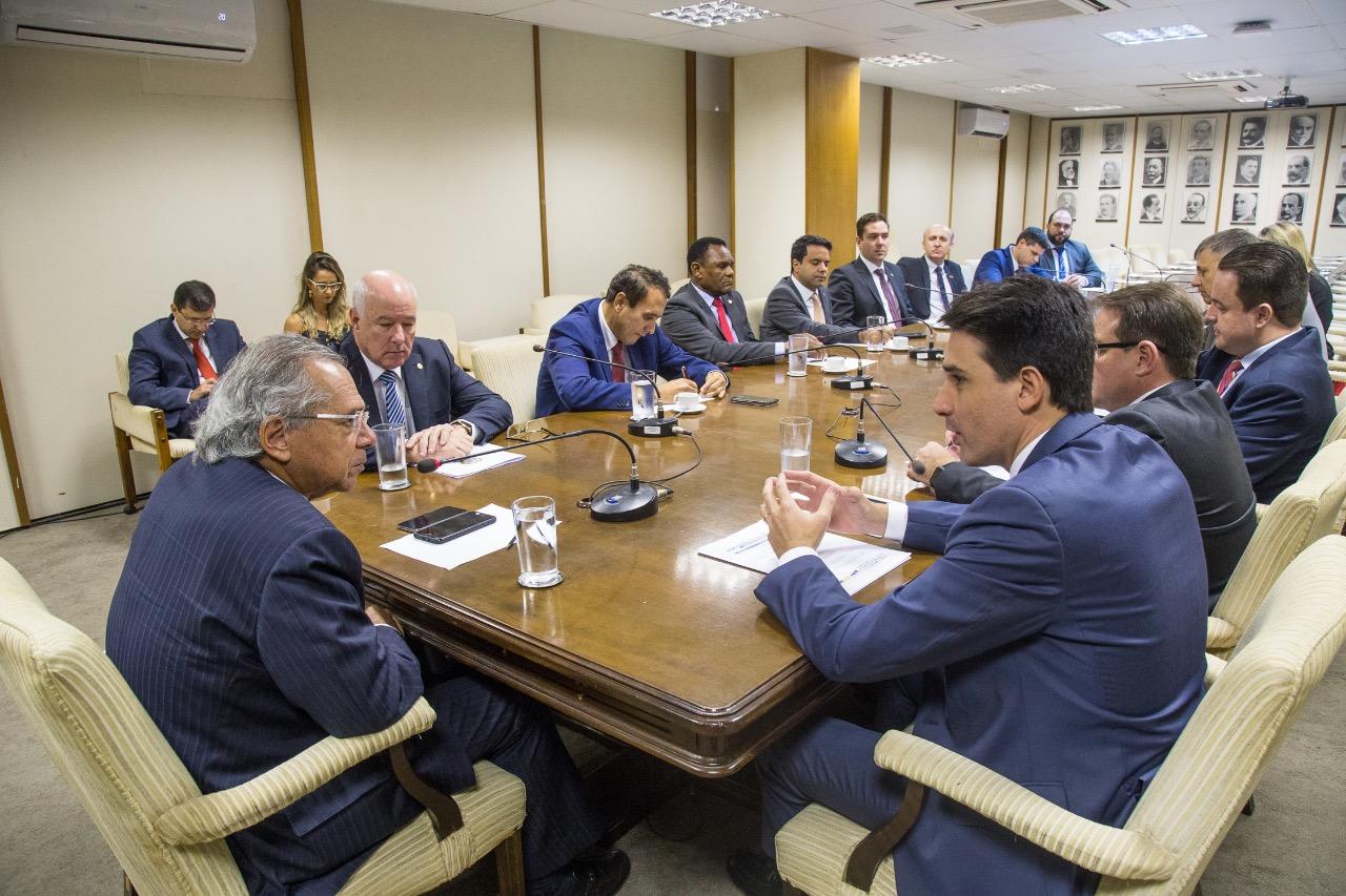 Guedes recebe CNM e parlamentares das frentes do Pacto Federativo e dos Municípios