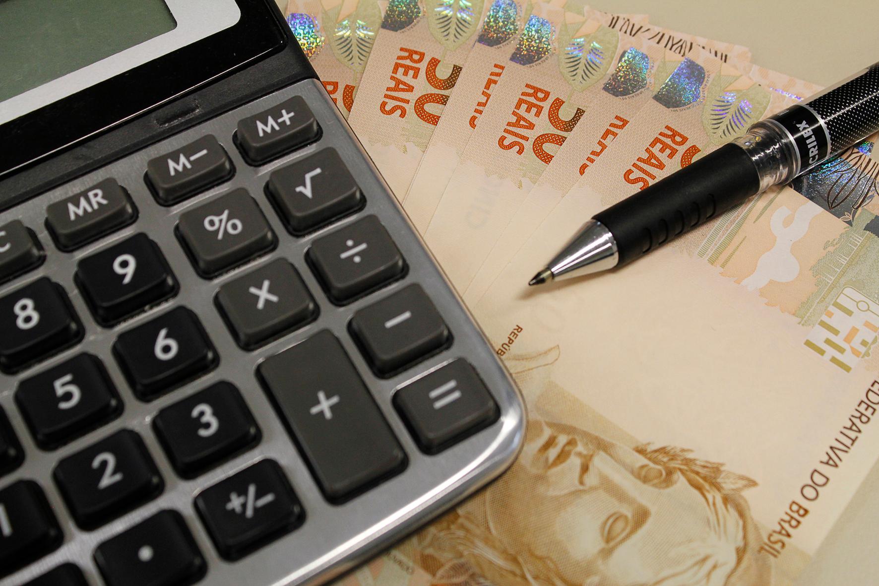 dinheiro calculadora EBC