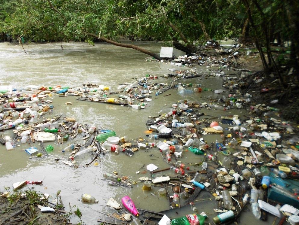 Rio com lixo ag.CNM