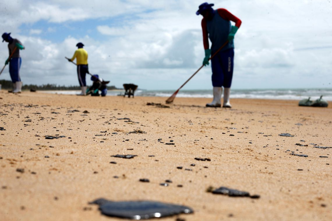04112019 oleo praia nordeste EBC